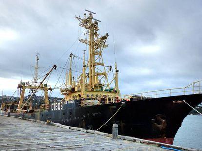 La tripulación de este barco denunció abusos laborales y su gemelo, el Melilla 201, fue intervenido bajo acusaciones de pesca ilegal.