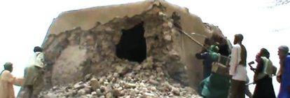Captura de vídeo en la que se ve destrozada la mezquita del Sidi Yahia en Malí.