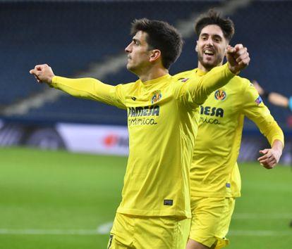Gerard Moreno (izquierda) celebra con Fer Niño el gol de este ante el Salzburgo este jueves en el Red Bull Arena.