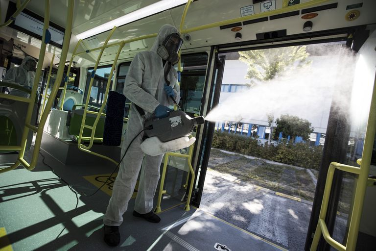 Dos operarios de una empresa de fumigación desinfectan un autobús de la empresa de transportes de Madrid, en el barrio de Sanchinarro.