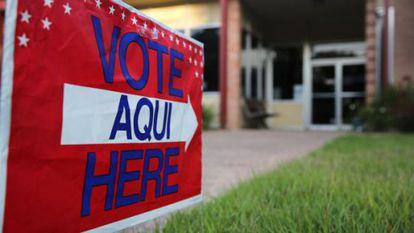 Señal electoral bilingüe en EE UU