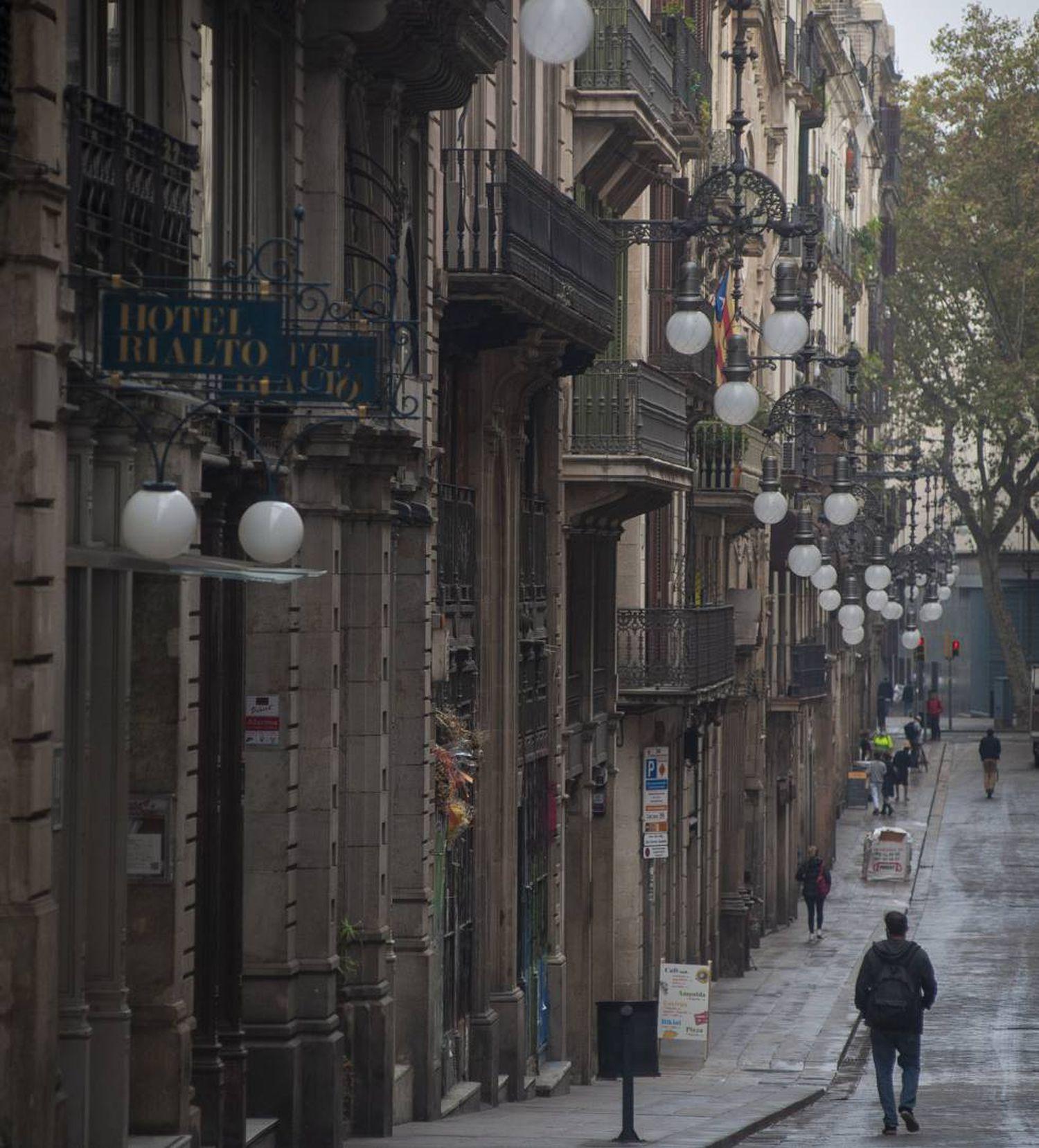 Comercios cerrados en la calle Ferran de Barcelona.