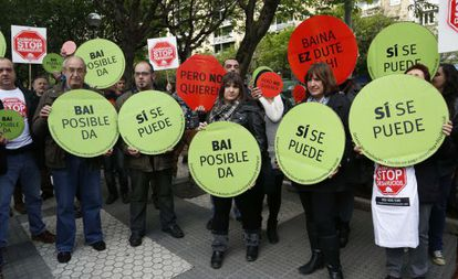 Stop Desahucios en un escrache en Gipuzkoa