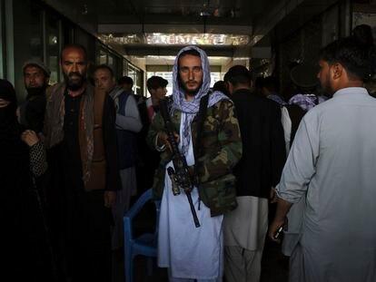 Combatiente talibanes en Kabul, Afganistán.