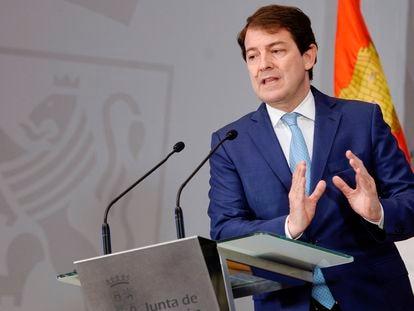 El presidente de la Junta de Castilla y León, Alfonso Fernández Mañueco, en una rueda de prensa sobre asuntos económicos el pasado 21 de junio.