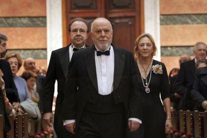 El latinista Juan Gil ingresa en la Real Academia, donde ocupará el sillón 'e'.
