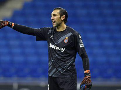 Diego López da instrucciones durante un duelo del Espanyol.