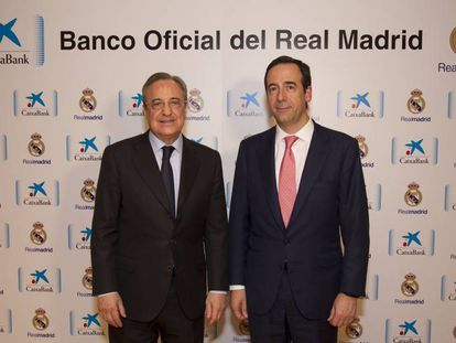 Florentino Pérez y Gonzalo Gortázar, tras la firma.