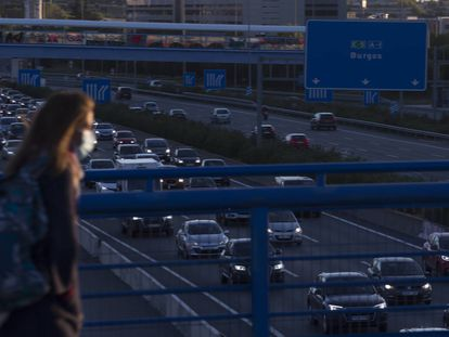 El primer día laborable en Madrid tras el cierre, en imágenes