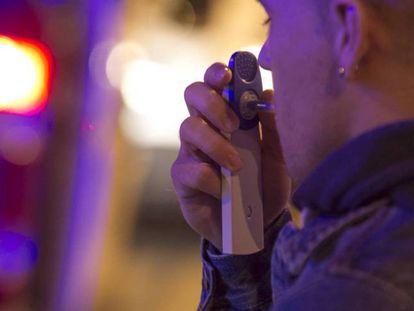 Control de alcoholemia y drogas en la M-50, en Madrid.