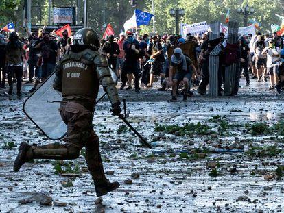 Enfrentamientos entre policía y manifestantes este 24 de octubre en Santiago de Chile.