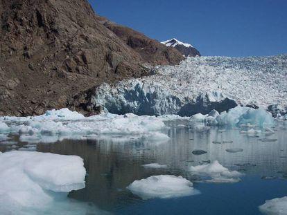 Los glaciares se derriten por el cambio climático.