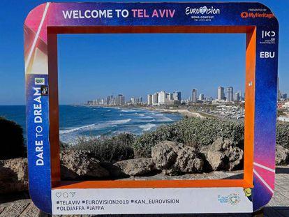 Cartel publicitario de Eurovisión en la costa de Tel Aviv.