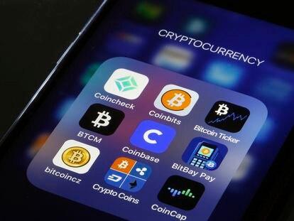 El icono de la aplicación de Coinbase, en el centro de la pantalla de un móvil, en una foto de archivo.