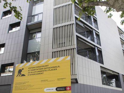 Edificio del Instituto Municipal de Vivienda en la calle de Tanger de Barcelona.