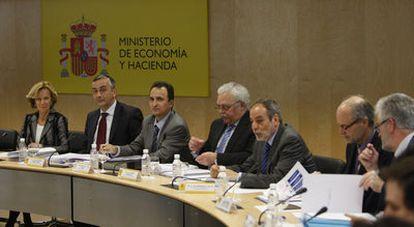 La vicepresidenta Elena Salgado, durante la reunión que mantuvo el pasado lunes con los consejeros de Economía de las Comunidades Autónomas.