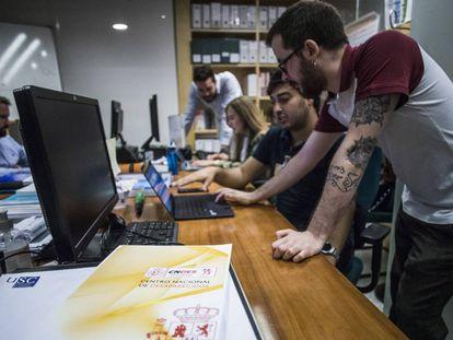De izquierda a derecha, los investigadores universitarios que trabajan en el área de estudios de la Secretaría de Estado de la Seguridad, Guillermo Mosquera, Néstor García Barceló, Andrea Macía Vázquez, Pablo Pereira de Pablo y Jorge Santos Hermoso.