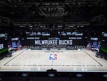 La pista donde se debía disputar el encuentro entre los Bucks y los Magic, vacía.