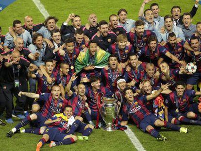 Los jugadores del Barcelona celebran la Champions