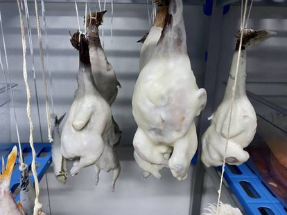 Aves recubiertas de grasa de jamón ibérico Joselito en el restaurante A´Barra. J.C. CAPEL