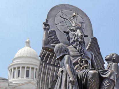 Escultura de Baphomet erigida por el Templo de Satán.