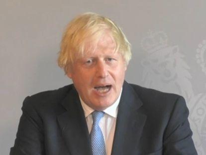 El primer ministro británico, Boris Johnson, responde este miércoles a preguntas del Parlamento desde su confinamiento.