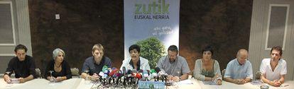 La izquierda 'abertzale' pide ya su legalización, tras el comunicado de ETA declarando un alto el fuego.