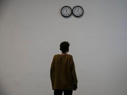 'Perfect Lovers', los relojes creados por Félix González-Torres en 1991, tal y como pueden verse en la exposición del Macba de Barcelona.