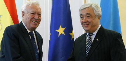 Margallo y su homólogo kazajo, Erlan Idrissov.