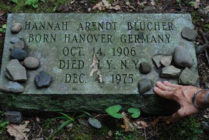 Tumba de Hannah Arendt en el cementerio del Bard College, en Annandale-on-Hudson (Nueva York).