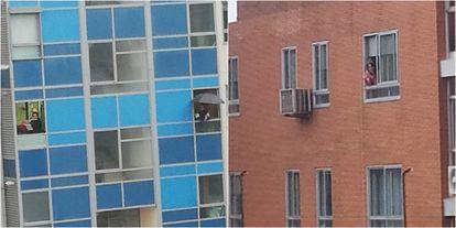 A la izquierda, Alberto visto desde la ventana de Laura. A la derecha, Laura vista desde la ventana de Alberto.