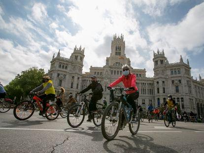 Marcha ciclista, para reclamar al Ayuntamiento, medidas a favor del uso de la bicicleta.