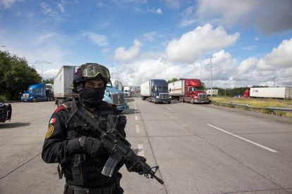 An element of the state police of the state of Nuevo León