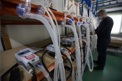 Banco de pruebas del Vitae 40, el respirador de Hersill que fue producido de forma masiva la pasada primavera para las UCI españolas.