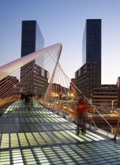 El puente Zubi-Zuri, en Bilbao, de Santiago Calatrava.