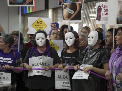 Protesta contra los vientres de alquiler en 2017 en Madrid.