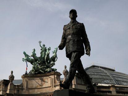 La estatua del general Charles de Gaulle en París.