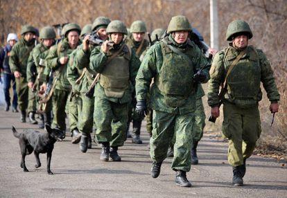 Milicianos de la denominada República Popular de Donetsk, el 9 de noviembre cerca de Petrovskoye.