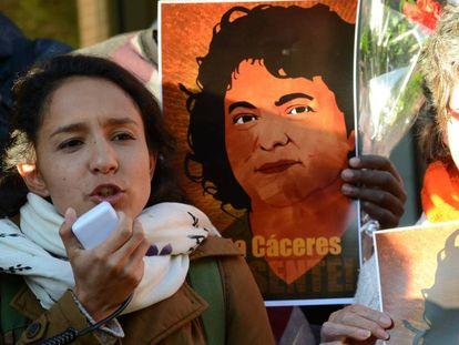 Berta Zuñiga, la hija mayor de Berta Cáceres, tomó el relevo de su madre y hoy es la coordinadora de la organización que esta fundó, el Consejo Cívico de Organizaciones Populares e Indígenas de Honduras (COPINH)