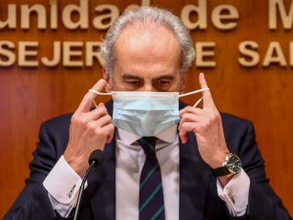 El consejero de Sanidad de la Comunidad de Madrid, Enrique Ruiz Escudero, durante una comparecencia en diciembre de 2020.