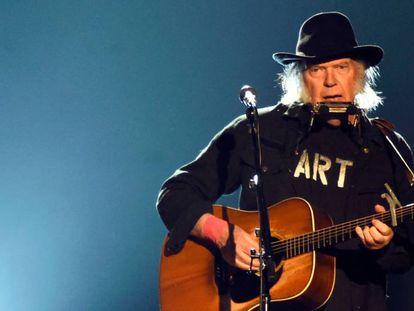 Neil Young: Esta guitarra aburre a fascistas