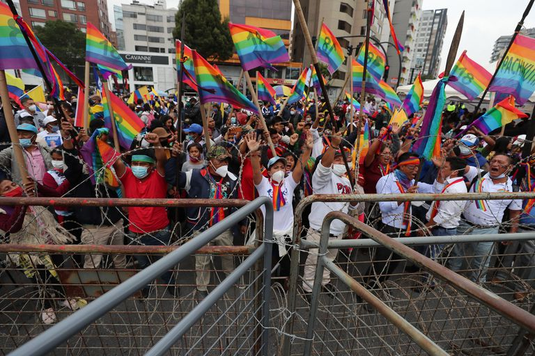 Supporters of the Ecuadorian presidential candidate Yaku Pérez, last Friday in front of the headquarters of the electoral authority in Quito.