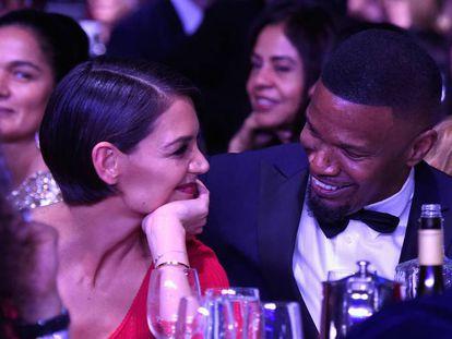 Katie Holmes y Jamie Foxx durante la gala de los premios Grammy.