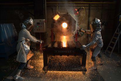 Trajes ignífugos en el Centro Nacional de Investigaciones Metalúrgicas (CENIM-CSIC).