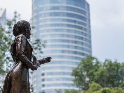 Estatua de Gertrudis Bocanegra en Paseo de la Reforma, Ciudad de México.