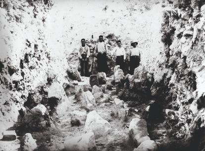 Excavación en 1942 de la rampa de arranque del asedio a la ciudad íbera de Azaila.