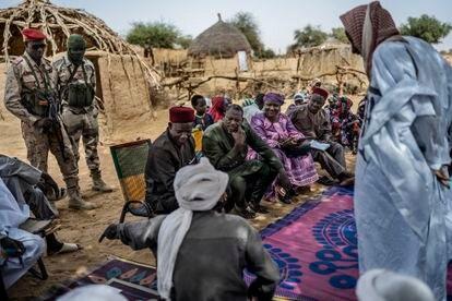Una misión de paz del gobierno nigerino realiza actividades de sensibilización en varias aldeas cercanas a Abala, en la región de Tillabéri, con el objetivo principal de recuperar el territorio y evitar que los jovenes se unan a los grupos terroristas. Juan Luis Rod