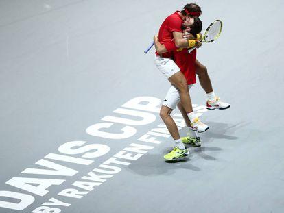 Nadal y Granollers celebran la victoria sobre Argentina en el partido de dobles y el pase a las semifinales de la Copa Davis.