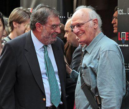 El actual director de la Academia de Cine, Enrique González-Macho, en la inauguración del Paseo de la Fama de Madrid junto al director Carlos Saura.