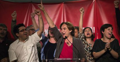 Ada Colau celebra su victoria en la alcaldía de Barcelona.